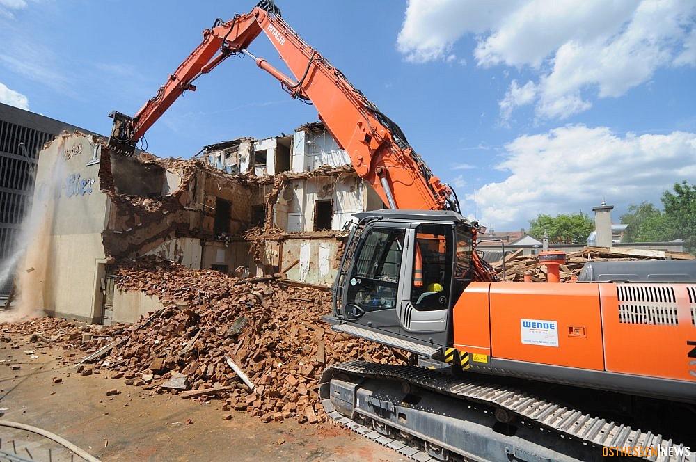 Archäologen finden Stadtmauer-Originale – Ärztehaus bis 2015 fertig